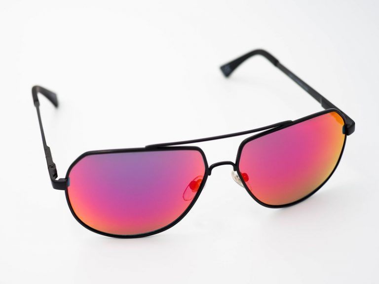 How do polarized sunglasses work